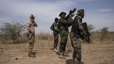 FILE PHOTO: A US special forces soldier trains Nigerian troops during Flintlock 2016, a US-led international training exercise with African militaries, in Thiès, Senegal, February 11, 2016.