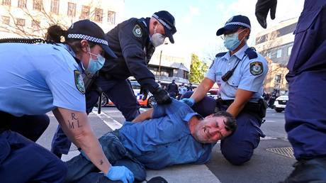 Disgruntled Australians scuffle with police at banned 'Freedom' marches as Covid-19 lockdown extended in Sydney (PHOTOS, VIDEOS) - rt