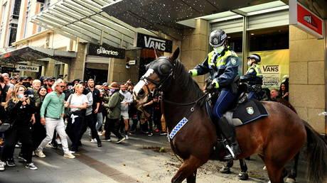 'Filthy, disgusting & selfish': Australian leaders blast anti-lockdown protesters, unleash 'strike force' to track them down - rt