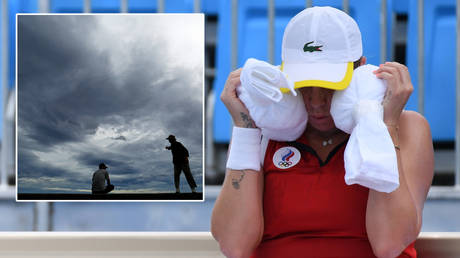 Tokyo's coast (inset) has been known to be hit by storms – and stars including Anastasia Pavlyuchenkova have already been struggling with extreme weather conditions © Piroschka Van De Wouw  / Reuters | © Damir Sagolj / Reuters