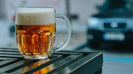 A pint of beer a day is good for you. Cool! Drink it quickly though, as another report may soon say otherwise