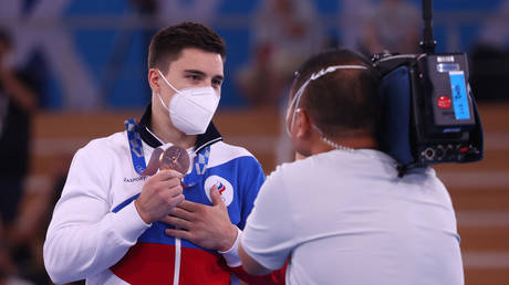 Nagorny shows the bronze medal he won in Tokyo. © Reuters