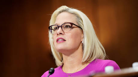 Senator Kyrsten Sinema (D-AZ) speaks in support of a judicial nominees during a hearing before the Senate Judiciary Committee on Capitol Hill in Washington, U.S., December 4, 2019. © REUTERS/Joshua Roberts