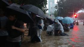 Chinese subway passengers trapped by rising floodwaters as torrential rain pounds Henan province (VIDEOS)