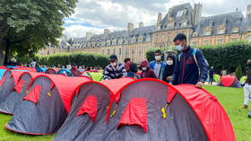 Tent camp for 400+ homeless migrants erected in upscale Paris district in protest about 'dignified' accommodation