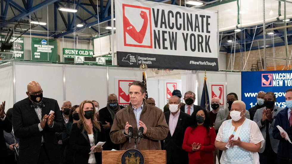 Cuomo demands NY's private businesses REFUSE SERVICE to unvaxxed customers, says it's 'in their best interest'