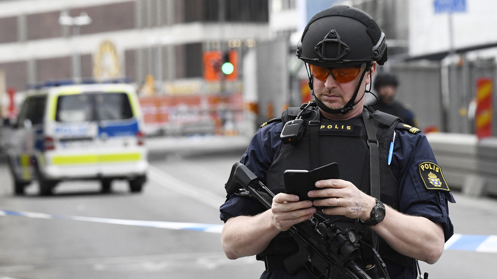 Sweden plans to make Facebook & WhatsApp to store data for police use amid rise in gang violence