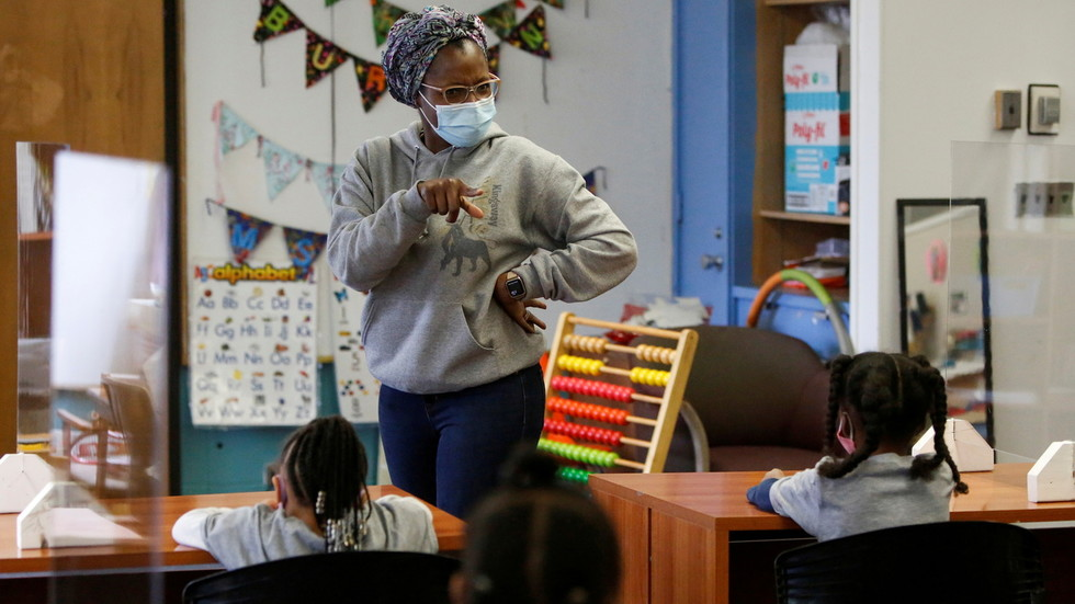 Illinois governor imposes mask mandate on all schools & daycares, orders many state employees to get vaccinated against Covid-19