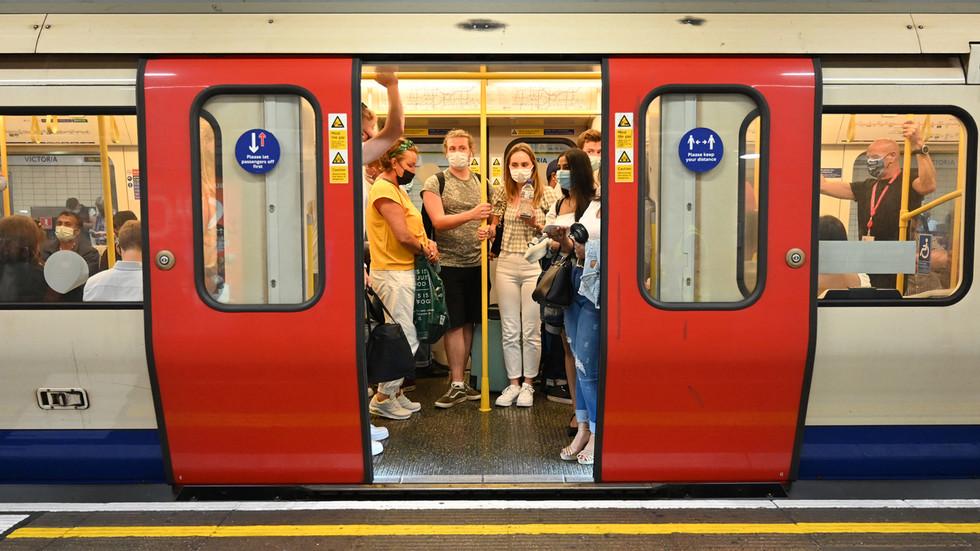 Mayor Sadiq Khan wants to CRIMINALIZE failure to wear masks on London Tube