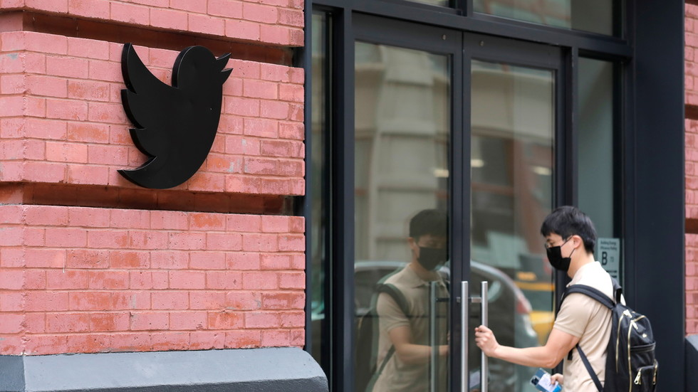 www.rt.com: Censor-it-yourself: Twitter testing new feature that allows users to flag 'misleading' tweets
