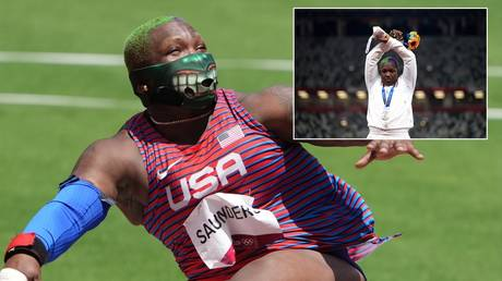 Raven Saunders won shot-put silver in Tokyo before making the podium gesture. © Reuters