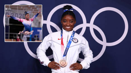 Simone Biles ended her Tokyo 2020 Olympic Games campaign by winning bronze on the beam © Danielle Parhizkaran / USA Today Sports via Reuters   © Mike Blake / Reuters