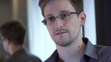 FILE PHOTO. Edward Snowden speaks during an interview in Hong Kong. © Getty Images / Guardian via Getty Images