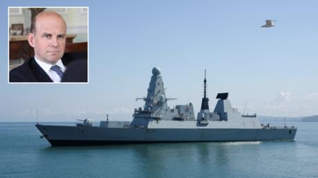 FILE PHOTO. The British Royal Navy destroyer HMS Defender. © AFP / SEYRAN BAROYAN; (inset) Angus Lapsley. © Getty Images / Muhammet Faruk Alagas