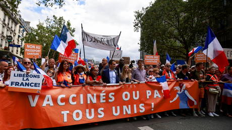 A protest against health passes and other coronavirus-related restrictions in Paris, France, July 31, 2021. © Sarah Meyssonnier/Reuters