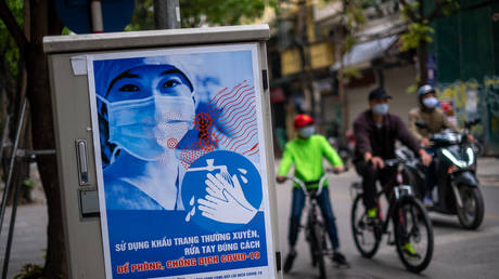 A propaganda poster reminding people to take self-protection during the Coronavirus (Covid-19) pandemic can bee seen on Hang Bong street on April 1, 2020 in Hanoi, Vietnam. © Linh Pham/Getty Images