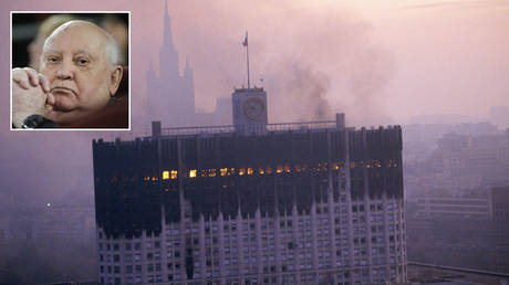 The Russian White House burns after being attacked by tank fire in October 1993. © Peter Turnley/Corbis/VCG via Getty Images; (inset) Mikhail Gorbachev © REUTERS/Tatyana Makeyeva