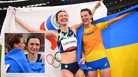 Yaroslava Mahuchikh hugged Mariya Lasitskene at the Tokyo 2020 Olympic Games © Dylan Martinez / Reuters