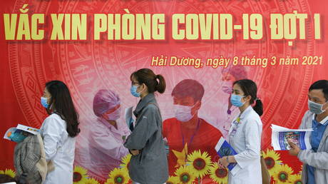 FILE PHOTO: Vaccination for health workers against Covid-19 in Vietnam's Hai Duong province. © Reuters / Thanh Hue