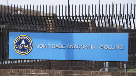 FILE PHOTO. The front gate of Joint Base Anacostia-Bolling is viewed in Washington, DC. © AFP / JIM WATSON