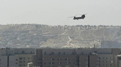 VIDEO: APTN; PHOTO: A US military helicopter is pictured flying above the US embassy in Kabul on August 15, 2021. © Wakil KOHSAR / AFP