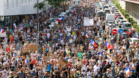 Thousands of demonstrators march on the street during the demonstration against the health pass. © Denis Thaust/SOPA Images/LightRocket via Getty Images
