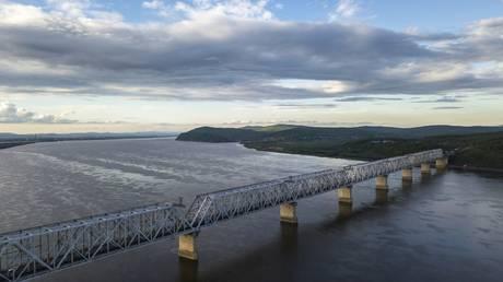 Railway bridge over the Amur River in the Khabarovsk Territory. © Sputnik / Valery Melnikov