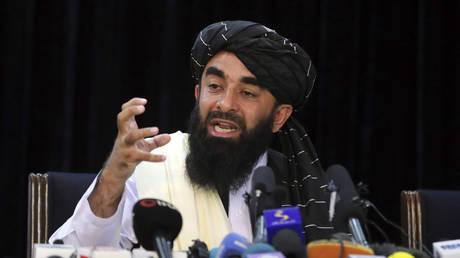 Taliban spokesman Zabihullah Mujahid speaks at at his first news conference, in Kabul, Afghanistan, Tuesday, Aug. 17, 2021. © AP Photo/Rahmat Gul