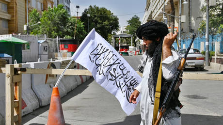 A Taliban fighter in Kabul, Afghanistan, August 17, 2021. © Wakil Kohsar / AFP