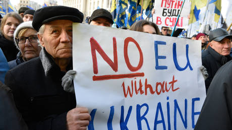 """FILE PHOTO. People take part in a rally """"No capitulation"""" ahead of of the Normandy-type Paris summit, where leaders of Ukraine, Russia, Germany and France will meet to discuss steps to resolve the conflict in eastern Ukraine, at the Independence Square, in Kiev, Ukraine. © Sputnik"""