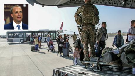 UK military personnel evacuate people from Kabul, Afghanistan, August 17, 2021. © LPhot Ben Shread / UK MOD Crown / Reuters; (inset) Dominic Raab. © Reuters / Alaa Badarneh