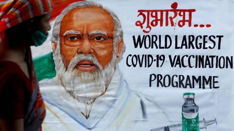 A woman walks past a painting of Indian Prime Minister Narendra Modi (FILE PHOTO) © REUTERS/Francis Mascarenhas