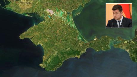 Satellite picture of Crimea. © Wikipedia; (inset) Ukrainian President Volodymyr Zelensky in Kiev. © AFP / SERGEY DOLZHENKO