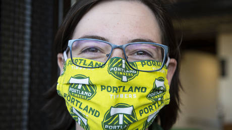 A worker at Portland's Providence Park wears a mask, Aug 29, 2020 © Reuters / USA Today Sports / Troy Wayrynen