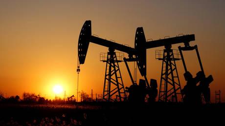 Pumpjacks at the Daqing oil field in Heilongjiang, China © Reuters