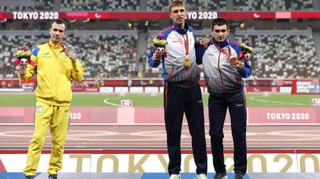 Ihor Tsvietov of Ukraine refused to pose with Dmitrii Safronov and Artem Kalashian at the Tokyo medal ceremony. © Getty Images