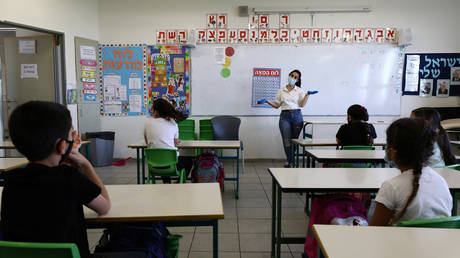 FILE PHOTO: A lesson in a Jewish school at an Israeli settlement in the West Bank. © Reuters / Ammar Awad
