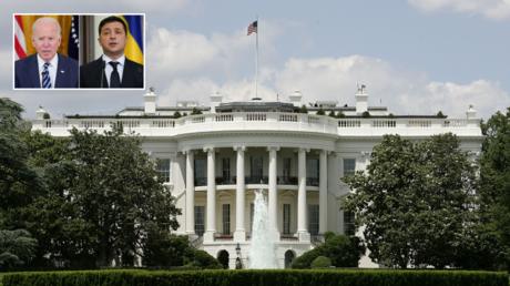 FILE PHOTO. White House. © Getty Images / Alex Wong; (insets) : (L) Joe Biden. © AP Photo / Evan Vucci; (R) Volodymyr Zelensky. © Reuters / KEVIN LAMARQUE