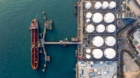 China's refinery crackdown leaves oil tankers with nowhere to go