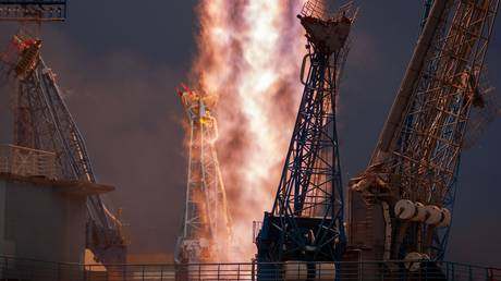 FILE PHOTO. Soyuz-2.1b rocket booster with the Fregat upper stage and 36 UK OneWeb communications satellites blasts off from the Vostochny Cosmodrome, Amur region, Russia. © Sputnik