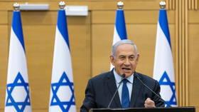 Netanyahu accuse le nouveau gouvernement d'avoir fait d'Israël un « protectorat » américain, et affirme que la politique « sans surprises » pourrait aider Biden à arrêter l'attaque contre l'Iran