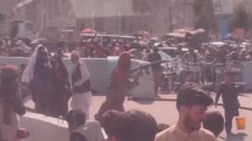 Shots fired at Kabul airport as Taliban ward off crowds – RT VIDEO