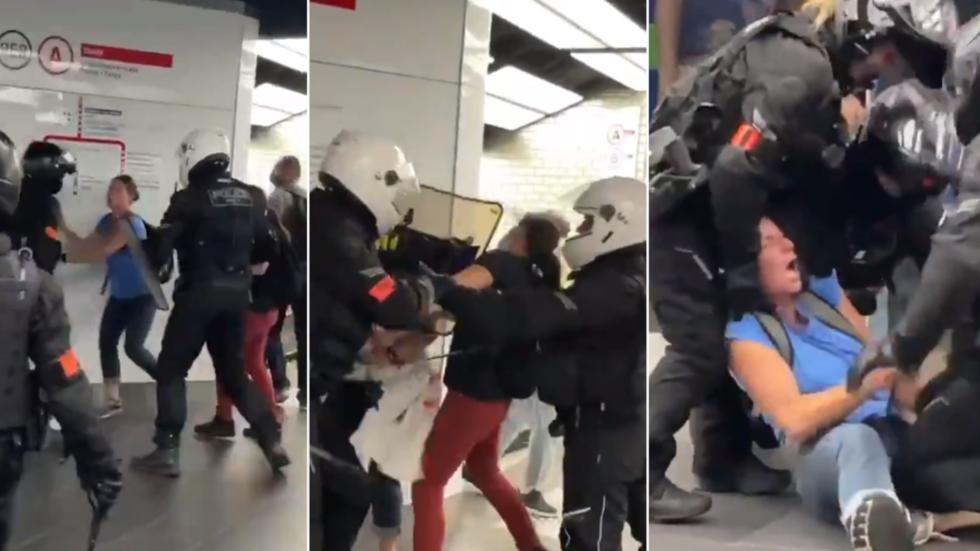 Frankreich: Polizisten nehmen 2 Frauen brutal fest… müssen sich aber angesichts der großen Menge von Anti-Covid-Pass-Demonstranten in einem Pariser Einkaufszentrum zurückziehen  (Videos)