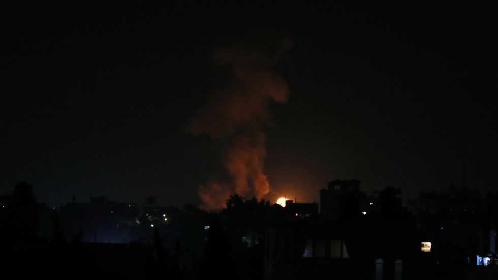 Israeli warplanes bomb southern Gaza in nighttime airstrikes (VIDEO)