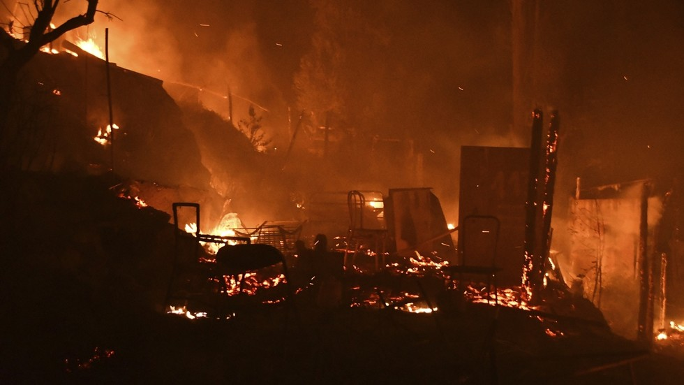 Blaze ravages Greek migrant camp & forces evacuations on eve of relocation to new 'closed-style' facility