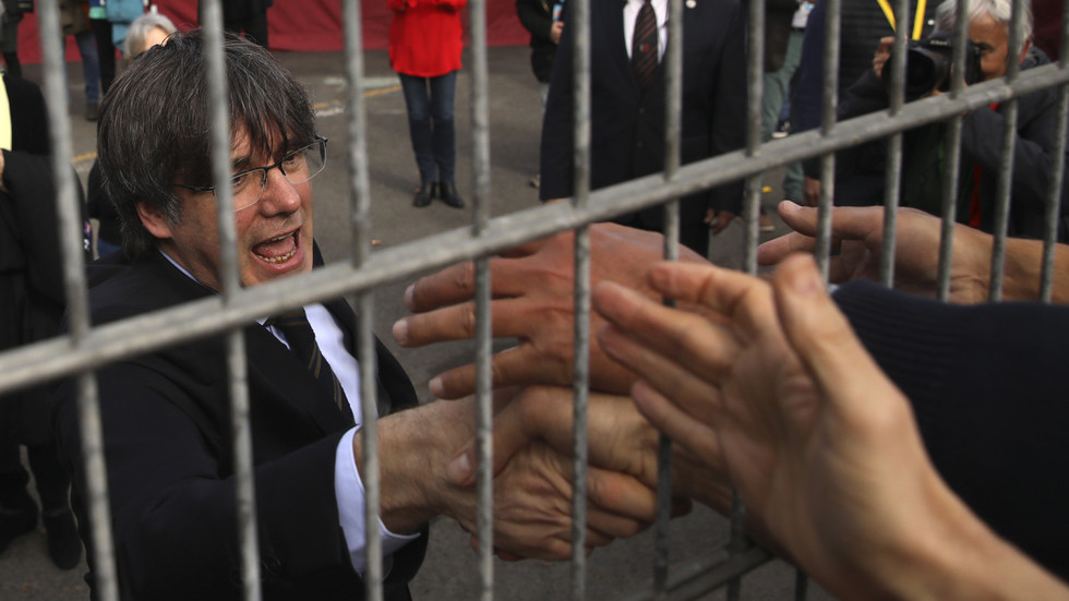 Catalan independence leader Carles Puigdemont ARRESTED in Italy on international warrant issued by Spain – media