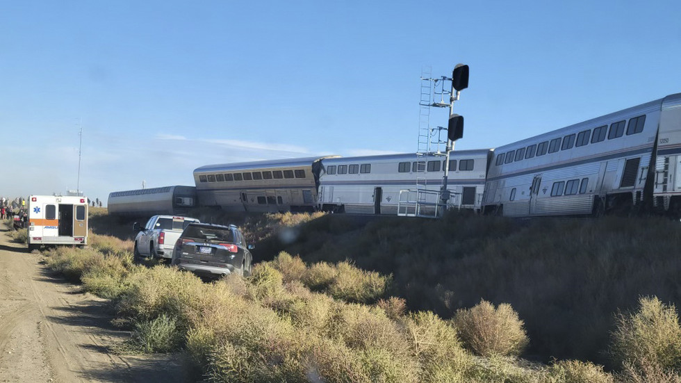 At least 3 dead, multiple injured as train with 146 passengers derails in remote Montana area