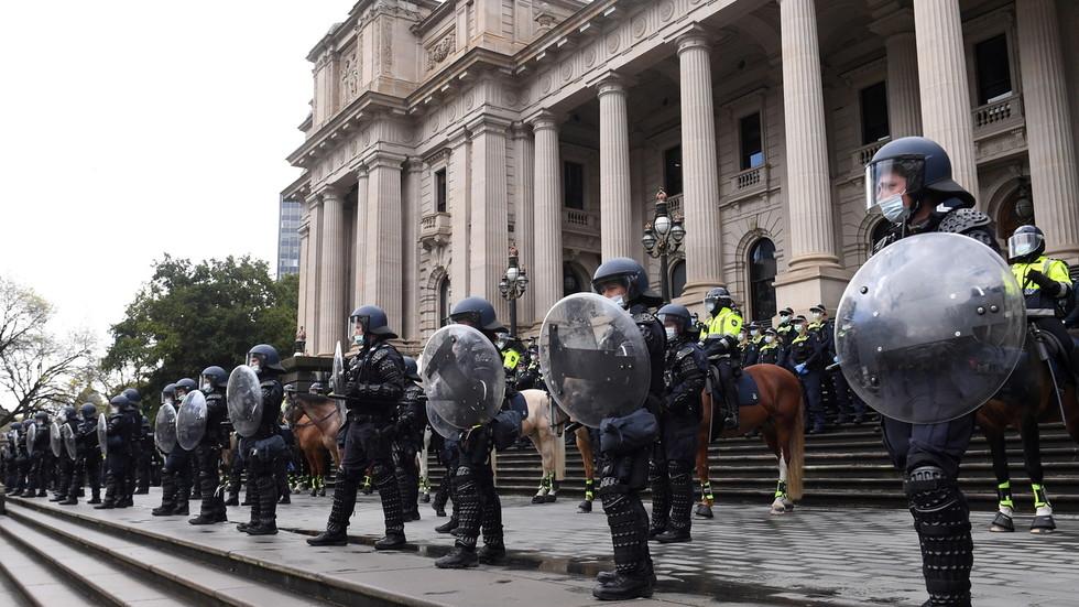 """Der australische Premierminister bietet seinen Bürgern die Freiheit als """"Geschenk"""" an: Sie sollen ihr Leben zurückbekommen, aber nur mit QR-Codes und anderen Maßnahmen"""