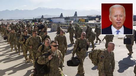 US Army soldiers walk to their plane for departure May 11, 2013 at Bagram Air Base, Afghanistan. © Robert Nickelsberg/Getty Images; (inset) Joe Biden © REUTERS/Carlos Barria