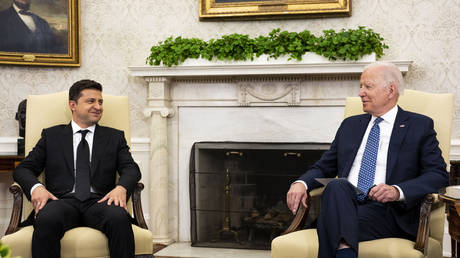 Ukrainian President Volodymyr Zelensky (L) meets with US President Joe Biden in the Oval Office at the White House on September 01, 2021 in Washington, DC. © Doug Mills-Pool/Getty Images/AFP